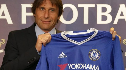 Antonio Conte signs Chelsea contract