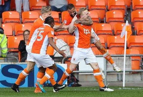 Luton v Blackpool Betting Tips & Preview