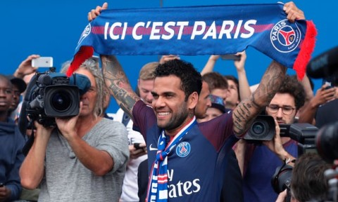 Dani Alves signs for Paris Saint-Germain after turning down Manchester City